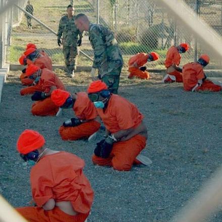 Häftlinge in Guantánamo nach ihrer Ankunft im Januar 2002