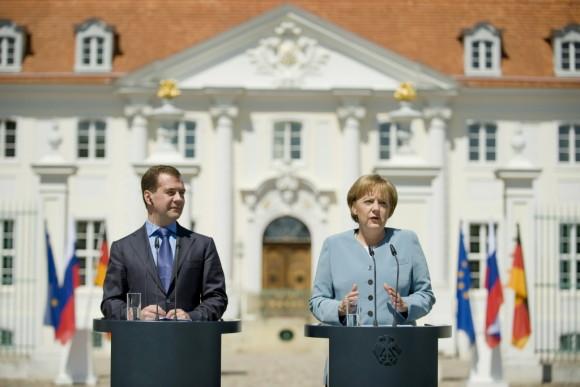 Angela merkel und der russische staatspräsident dmitri medwedew beim