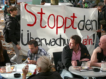 Ein Tentakel des Imperialismus im Visier - Demonstration ...