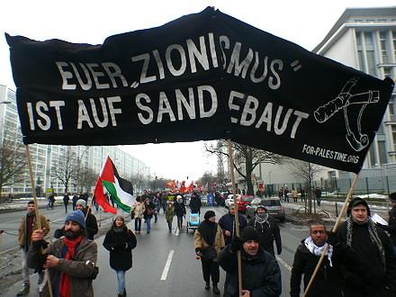 gegen die resignation zeichen setzen berlin 2016 demonstration luxemburg liebknecht und. Black Bedroom Furniture Sets. Home Design Ideas